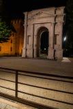 Vue de nuit de la voûte de Gavi, Vérone, Italie photographie stock libre de droits