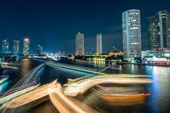 Vue de nuit le jour passé de la célébration d'année à Bangkok Image libre de droits