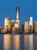 Vue de nuit Manhattan du fleuve Hudson photos libres de droits