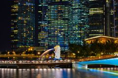 Vue de nuit de Marina Bay, Singapour Image libre de droits