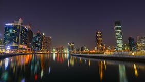 Vue de nuit de marina de Dubaï photo stock