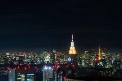 Vue de nuit de paysage urbain du Japon de bureau du gouvernement métropolitain Images stock