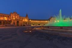 Vue de nuit de Plaza de Espana carrée espagnole en Séville, Andalousie, Espagne photos libres de droits