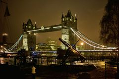 Vue de nuit de pont de tour Image stock