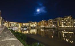 Vue de nuit de Ponte Vecchio, Florence Photo stock
