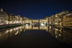 Vue de nuit de Ponte Vecchio, Florence Photos libres de droits