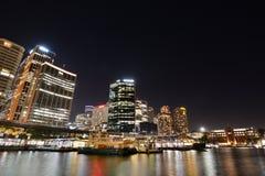 Vue de nuit Quay circulaire et district des affaires central sydney La Nouvelle-Galles du Sud l'australie Image libre de droits