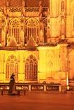 Vue de nuit sur la cathédrale de St Vitus gothique sur le château de Prague Image stock