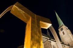 Vue de nuit sur la fontaine Photos libres de droits