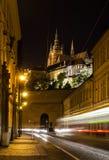 Vue de nuit sur la rue de Prague Photographie stock