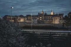 Vue de nuit sur le château de tour Photographie stock libre de droits