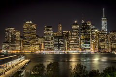 Vue de nuit sur Manhattan photos stock