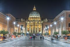 Vue de nuit de Ville du Vatican Photos libres de droits