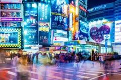 Vue de nuit de Ximen avec des foules Image stock