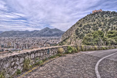 Vue de Palerme avec le château d'utveggio la Sicile Italie Images libres de droits