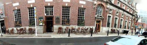 Vue de panorama d'un bar irlandais à Philadelphie images stock