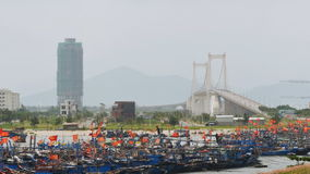 Vue de panorama de Da Nang par le fleuve Han par la période crépusculaire Le Da Nang est un de ville portuaire principale au Viet clips vidéos