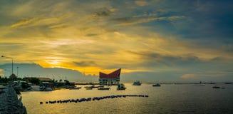 Vue de panorama de Koh Loy Jetty avec le ciel de coucher du soleil Image stock