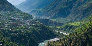Vue de panorama du Chamba et du fleuve Ravi photographie stock libre de droits