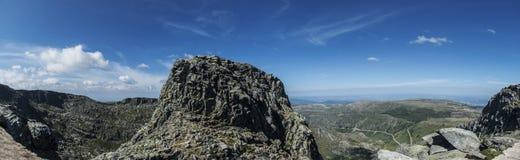 Vue de panorama en montagnes d'estrela du DA de serra, Portugal photos stock
