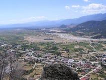 Vue de panorama de la plate-forme d'observation en haut de la gamme de montagne photos stock