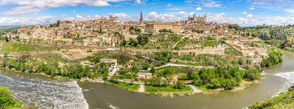 Vue de panorama à la ville de Toledo avec la rivière de Tajo Photographie stock libre de droits