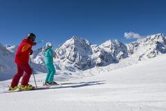 Vue de panorama sur la descente de ski Images stock