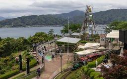 Vue de panorama sur la terre de vue d'Amanohashidate avec Ferris Wheel et des activités Miyazu, Japon, Asie images stock