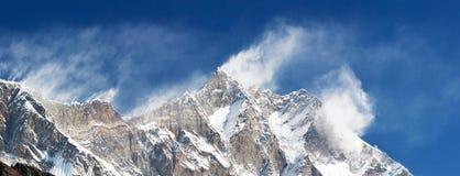 Vue de Panoramatic de Lhodse et de Nuptse Photographie stock