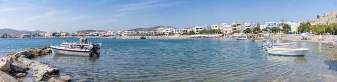 Vue de Panoramatic de plage de Haraki avec des maisons de rapport Rhodes photo stock
