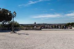 Vue de parc avec le paysage urbain Photo libre de droits