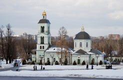 Vue de parc de Tsaritsyno à Moscou Vieille église orthodoxe Photographie stock libre de droits