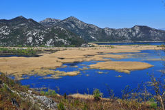 Vue de parc national de Skadar, station de vacances de Virpazar Photographie stock libre de droits