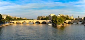 Vue de Paris la Seine Photographie stock