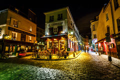 Vue de Paris typique Cafe Le Consulat sur Montmartre, France Photo stock