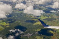 Vue de passager d'avion regardant la topographie de Minas Gerais photos stock