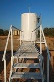 Vue de passerelle d'un réservoir d'huile Images stock