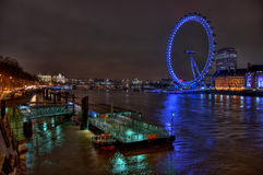 Vue de passerelle de Westminster au twighlight, Londres Images stock