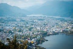 Vue de paysage en montagne de Mitsutoge près de lac Kawaguchiko au Japon photos stock