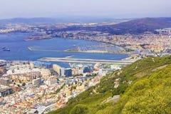 Vue de paysage de fond de ci-dessus au Gibraltar et la mer du haut du rocher de Gibraltar Image libre de droits