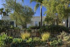 Vue de paysage de jardin de la Californie dans une arrière-cour Photographie stock