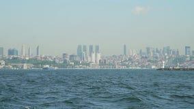 Vue de paysage moderne et de Bosphorus d'Istanbul banque de vidéos
