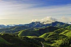 Vue de paysage de montagne pendant le matin Image stock