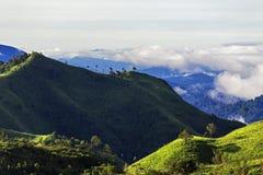 Vue de paysage de montagne pendant le matin Images stock