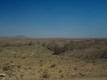 Vue de paysage de panorama de vallée de désert de roche de sécheresse ressemblant à la scène de surface de Mars avec le fond de c Images libres de droits