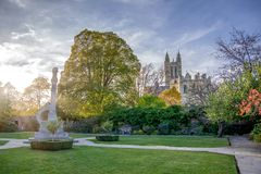 Vue de paysage de parc sur l'eastside de la cathédrale de Cantorbéry photographie stock libre de droits