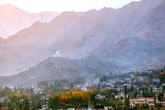 Vue de paysage Shanti Stupa dans Leh Ladakh, Inde photo stock