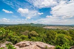 Vue de paysage sur la montagne avec le ciel Image stock