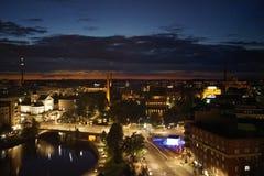 Vue de paysage urbain de nuit de Tampere Photographie stock libre de droits