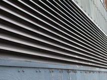 Vue de perspective des colonnes d'aérage industrielles en métal photo stock
